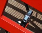1) A mozgatható rámpa magasságának beállítása megbízható hidraulika segítségével történik – azaz nincs szükség külső villamosenergia-ellátásra.